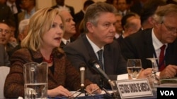 Clinton aseguró en Guatemala que EE.UU. está enfocado en detener el crimen organizado en Centroamérica.