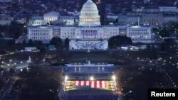 美国总统就职仪式所在的国会大楼夜景(路透社2021年1月18日)