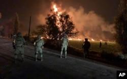 Forças de segurança mexicanas no local da explosão em Hidalgo