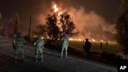Binh sĩ đứng gác tại một khu vực gần vụ nổ đường ống dẫn dầu ở Tlahuelilpan, bang Hidalgo, Mexico, ngày 18 tháng 1, 2019.