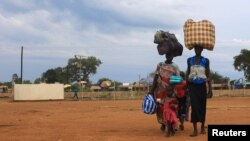 South Sudan refugees family arrives at the U.N. High Commissioner for Refugees-managed refugee reception point at Elegu, in Amuru district of the northern region near the South Sudan-Uganda border, Aug. 20, 2016.