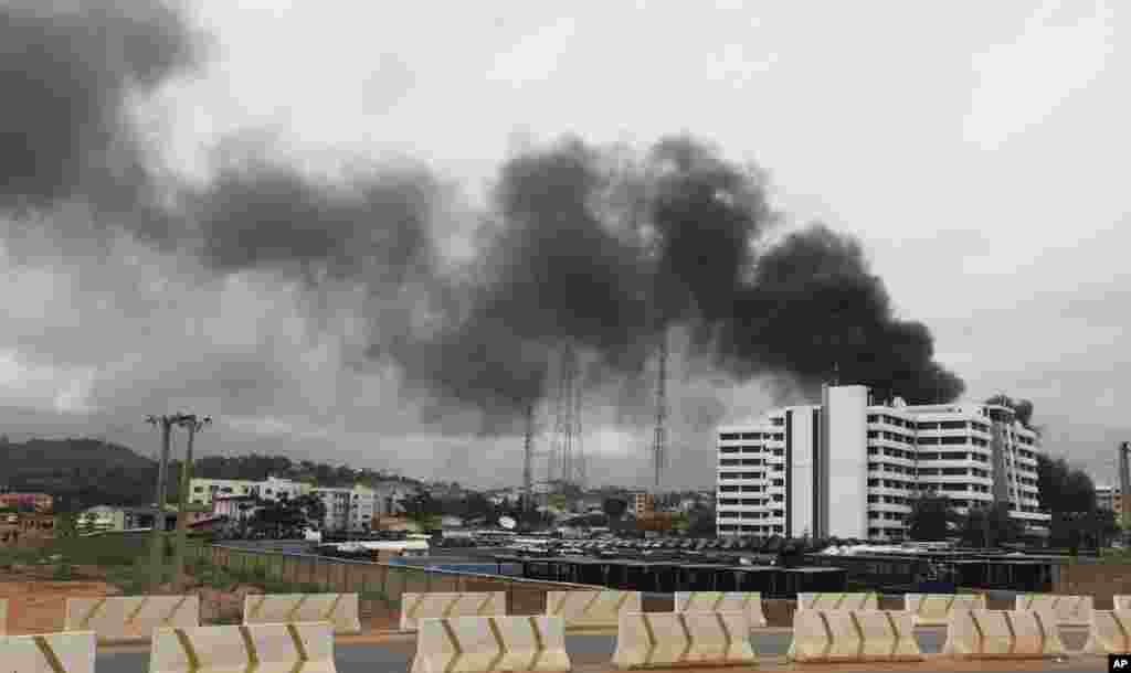 Smoke from the scene of an explosion at a police station is seen after a suspected suicide bomber was killed and many vehicles were destroyed in Abuja June 16, 2011. A suspected suicide bomber was killed and many vehicles were destroyed in an explosion at