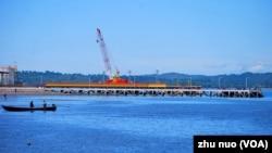 缅甸若开邦的皎漂市是中缅油气管道的起点。(美国之音朱诺拍摄,2013年11月11日)
