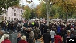 Penzioneri stigli svih krajeva Federacije pred zgradu Vlade u Sarajevu