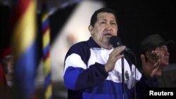 El presidente Hugo Chávez a su llegada a Caracas el 11 de mayo. A pesar de que no se la ha visto en público, se asegura que será el candidato oficialista para las elecciones de octubre.