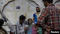 Ấn Độ đang có số ca nhiễm virus corona gia tăng đột biến khiến các bệnh viện không có đủ oxy cung cấp cho bệnh nhân.