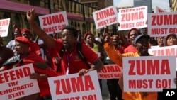 Des militants protestent dans les rues de Pretoria, en Afrique du Sud, le 2 novembre 2016.