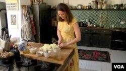 Оля Геркулес у своїй домашній кухні в Лондоні