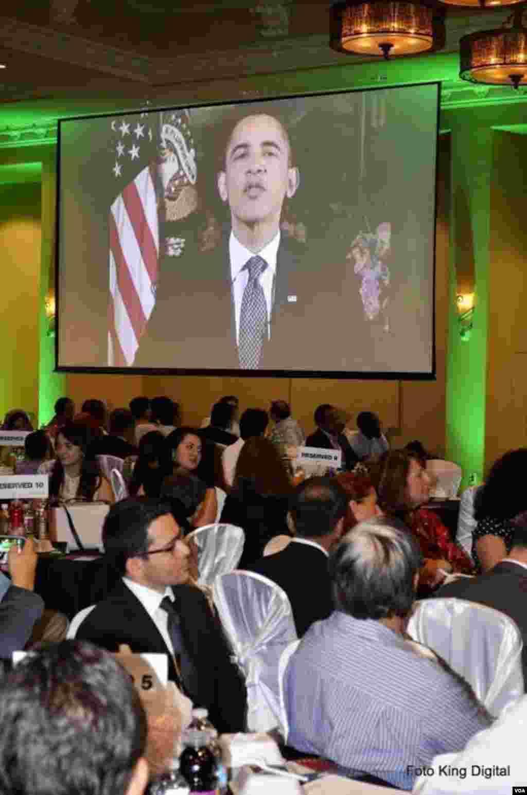 Hyuston şəhər meriyasının ənənəvi iftar yeməyi zamanı ABŞ prezidenti Barak Obamanın Ramazan ayı münasibətilə dünya müsəlmanlarına müraciəti nümayiş etdirilib.