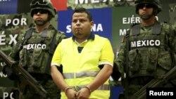 Gregorio Villanueva Salas es presentado a los medios en la Ciudad de México.