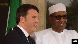 Shugaban Najeriya Muhammadu Buhari (Daga dama) Firai Ministan Italiya Matteo Renzi (Daga hagu) yayin da ya kai ziyara Najeriya