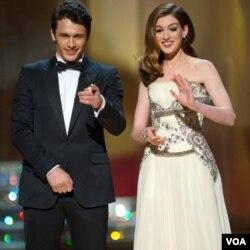 James Franco dan Anne Hathaway ketika membawakan acara Academy Awards 2011.
