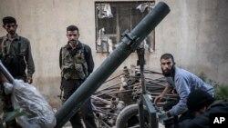Pemberontak Suriah menguasai kota Raqa yang diserang oleh pesawat Suriah hari Minggu 29/9 (foto: dok).