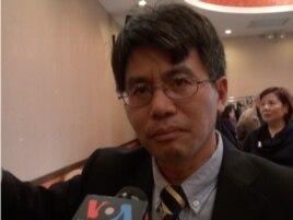 中国宪政学者王天成接受美国之音采访 (美国之音 方方拍摄)