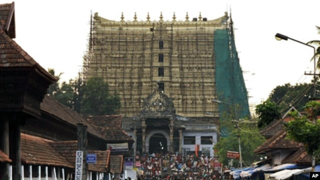 Devotees throng to Sree Padmanabhaswamy temple after offering prayers in Thiruvananthapuram, capital of the southern Indian state of Kerala  (File)