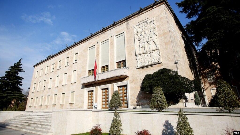 Shqipëria merr 500 mln euro borxh