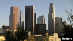 洛杉矶市中心的高楼大厦(2017年10月11日)。2018年胡润报告称,中国富人平均花费80万美元在海外购置房地产。洛杉矶连续五年蝉联置业首选。