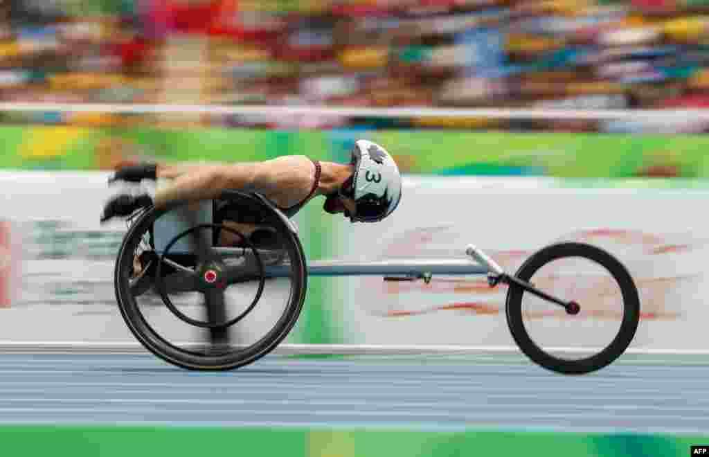 Brent Lakatos asal Kanada tampil dalam ajang Ronde 1 100m-T53 Pria selama Paralympic di Rio de Janeiro, Brazil. Foto diperoleh melalui OIS/IOC.