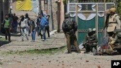 Bentrokan di Kashmir, Minggu, 9 April 2017.