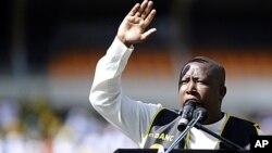Pemimpin kelompok pemuda Afrika Selatan Julius Malema mengimbau diadakannya pemogokan pekerja tambang nasional (foto: 12/9/2012).