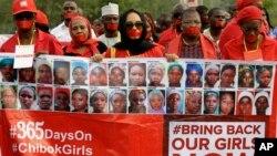 지난 13일 나이지리아 아부자에서 지난해 보코하람에 납치된 여학생 300여명의 구출을 촉구하는 침묵 시위가 벌어졌다. (자료사진)