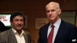 Ο κ. Παπανδρέου με τον υπηρεσιακού Υπουργό Εξωτερικών της Λιβύης, Αμπντούλ Άτι Αλ Ομπέιντι