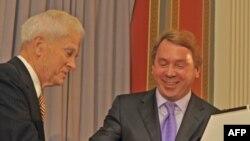 Джеймс Биллингтон (слева) и Владимир Кожин