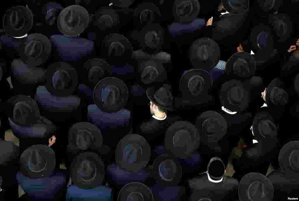 Jerusalem'de, Haham Moshe Mordechai Chadash'ın cenaze töreninden bir görüntü.  .