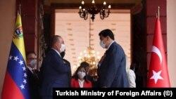 Türk Dışişleri Bakanı Mevlüt Çavuşoglu ve Venezuela Cumhurbaşkanı Nicolas Maduro