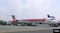 Pesawat Lion Air mendarat di bandara Pekanbaru, Riau (foto: dok). Baru-baru ini 3 pilot Lion Air tertangkap menggunakan narkoba jenis sabu.