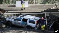 Gjatë kërkimeve për të mbijetuar në qytetin Montecito, Kaliforni