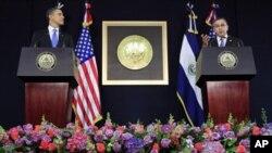 Rais Barack Obama(L) na Rais wa El Salvador, Mauricio Funes(R) wakizungumza na waandishi wa habari huko San Salvador, El Salvador, Jumanne, Machi 22,2011