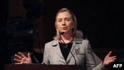 Ngoại trưởng Clinton đã công du Mexico để thảo luận với các nhà lãnh đạo Mexico về vấn đề bài trừ ma túy