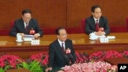 ນາຍົກລັດຖະມົນຕີຈີນ ທ່ານ Wen Jiabao (ກາງ) ກ່າວວ່າ ຈີນຈະພັດທະນາພະລັງງານນີວເຄລຍຢ່າງປອດ ໄພ ແລະມີປະສິດທິຜົນ.