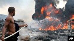 지난 2006년 나이지리아 라고스에서 발생했던 유조관 화재 사고. (자료사진)