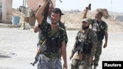 2014年8月31日什葉派志願者攜帶武器對抗伊斯蘭激進分子
