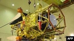 Российская межпланетная станция «Фобос-грунт» в сборочном цехе (архивное фото)