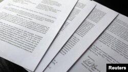 윌리엄 바 미 법무장관이 24일 미 하원 법사위원회에 제출한 4쪽 분량의 '러시아 스캔들' 관련 뮬러 특검의 보고서.