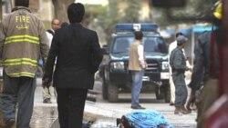 جسد یکی از اعضای طالبان در مقابل خانه محمد خان که در حمله طالبان در روز یکشنبه در کابل کشته شد. ۱۸ ژوئیه ۲۰۱۱