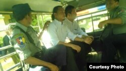 ျမန္မာပို႔စ္ဂ်ာနယ္ အယ္ဒီတာခ်ဳပ္နဲ႔ သတင္းေထာက္ကို ေမာ္လၿမိဳင္တရား႐ံုးက ေထာင္ ၂ လခ်မွတ္စဥ္ (ဓာတ္ပံု - ကိုသူရ The Myanmar Post News Journal, Executive Editor · Yangon, Burma)