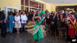 Una delegación de arte y cultura encabezado por la presidenta de la Fundación Nacional para las Artes de EE.UU., Jane Chu visitaron la isla y apreciaron el arte cubano en múltiples manifestaciones.