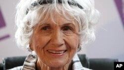 Foto de archivo de la cuentista canadiense Alice Munro, ganadora del Nobel de Literatura 2013.