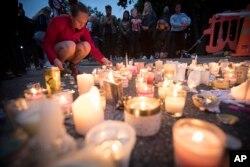 کرائسٹ چرچ کے دہشت گرد حملے میں قتل ہونے والوں کی یاد میں شمیعں روشن کی جا رہی ہیں۔ 18 مارچ 2019