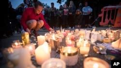 Građani pale svijeće ispred džamije u mjestu Christchurch na Novom Zelandu