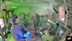 Operasi kanker prostat di University of Chicago Medical Center, Chicago (foto: dok). Panel AS tidak menganjurkan pria sehat melakukan tes rutin kanker prostat.