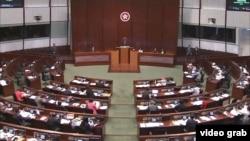 """香港立法會審議""""一地兩檢""""條例草案"""
