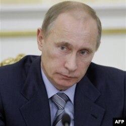 """Rossiya Bosh vaziri Vladimir Putin """"WikiLeaks"""" da chiqqan hujjatlarda uning davlat haqida aytilgan gaplarni safsata deb ataydi."""