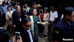 Myanmar State Counselor Aung San Suu Kyi visits an IDP camp outside of Myitkyina, the capital city of Kachin state, March 28, 2017.