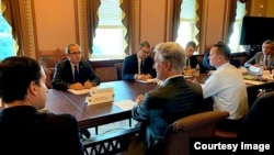 Delegacije Srbije i Kosova na sastanku sa savetikom za nacionalnu bezbednost Robertom O Brajenom