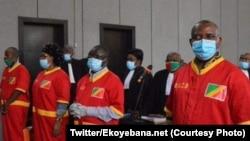 Roger Okemba (D) mokambi ya kala ya engumba Brazzaville azali kosamba na baninga baye basusu na Brazzaville, 18 juillet 2020. (Twitter/Ekoyebana.net)
